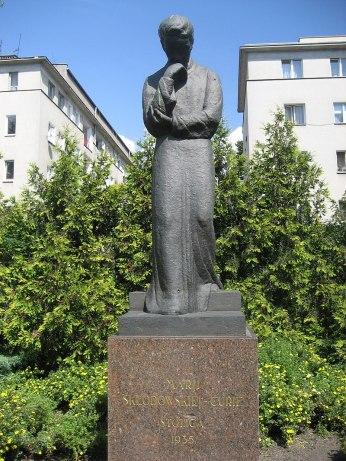 800px-Sklodowska-Curie_statue,_Warsaw